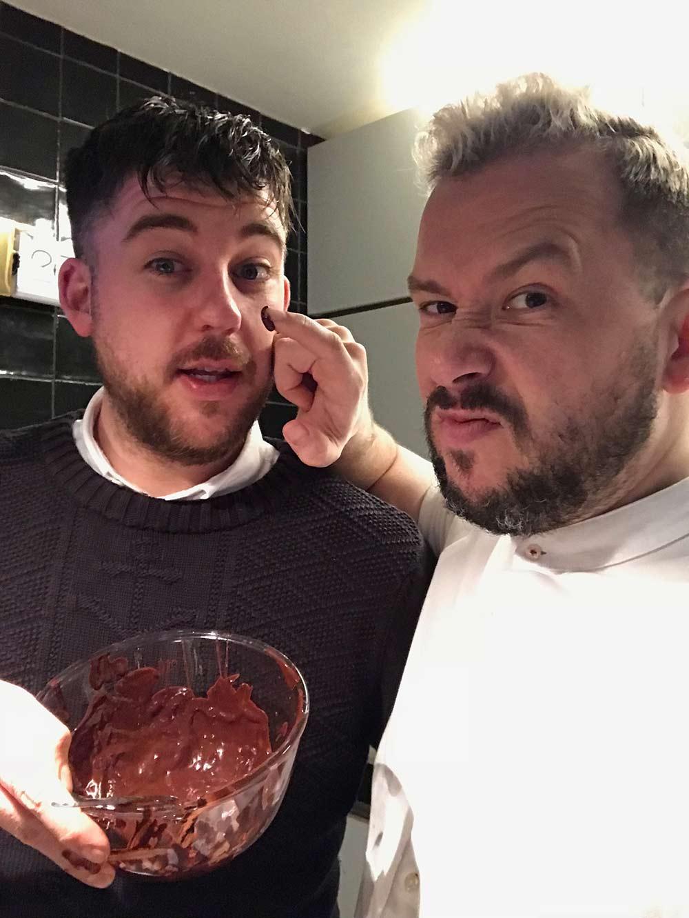 Moderne Eat Gay Love: Part 3 - Elliott and Simon - ROMEO SO-88